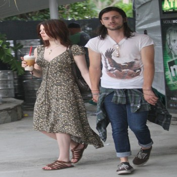 Kurt cobain daughter engaged